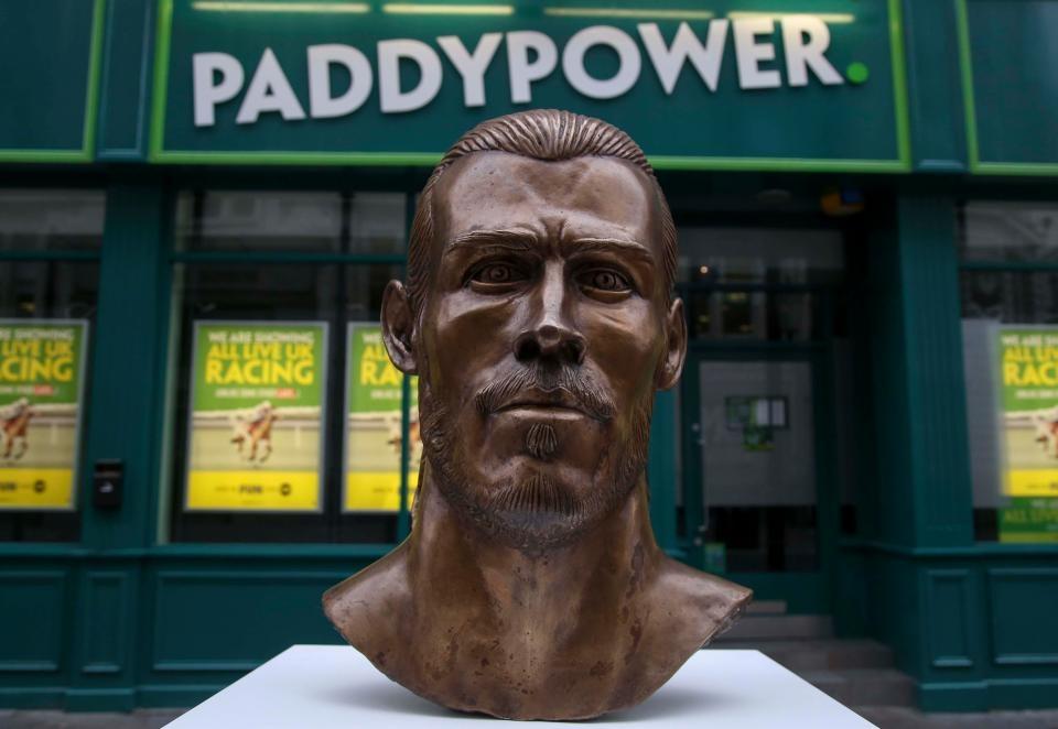 Buc tuong dieu khac cua Gareth Bale bi che la tham hoa hinh anh 3