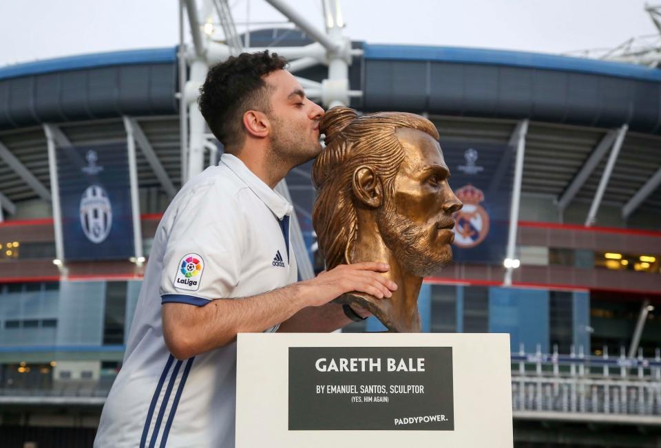Buc tuong dieu khac cua Gareth Bale bi che la tham hoa hinh anh 4
