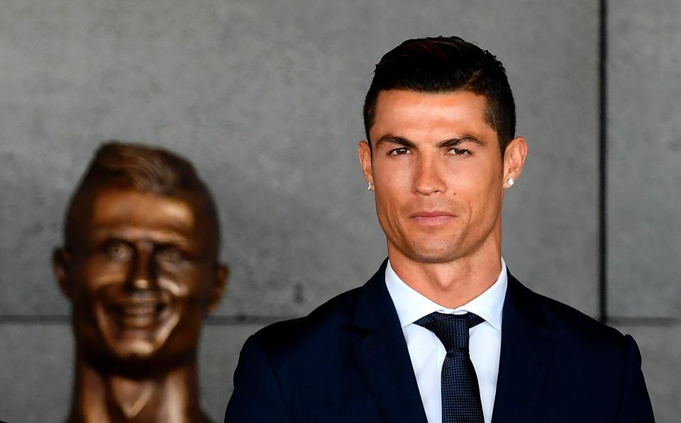 Buc tuong dieu khac cua Gareth Bale bi che la tham hoa hinh anh 5