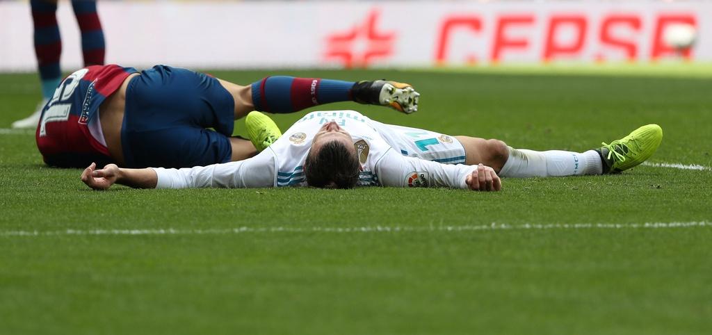 Real Madrid lam canh khon cung vi chan thuong va the phat hinh anh 8