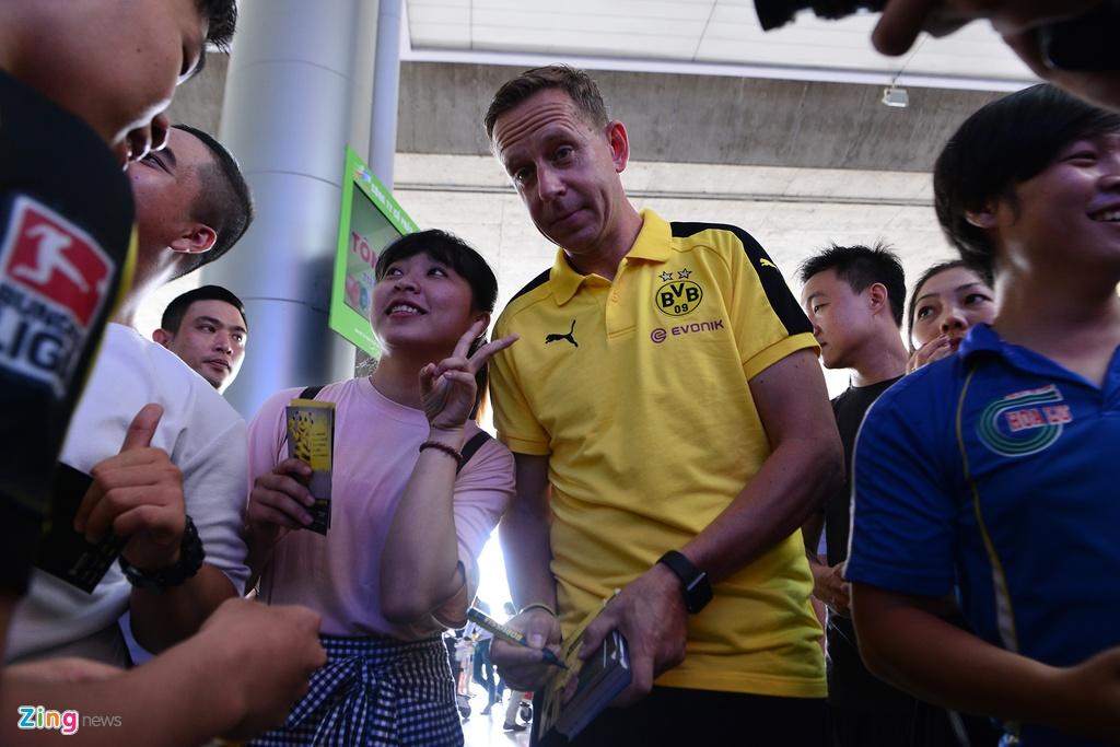 Huyen thoai Dortmund an tuong truoc su chao don cua fan Viet hinh anh 8