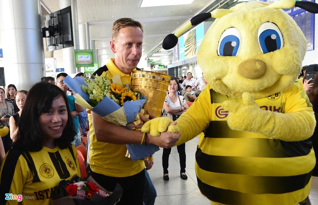 Huyen thoai Dortmund an tuong truoc su chao don cua fan Viet hinh anh 1