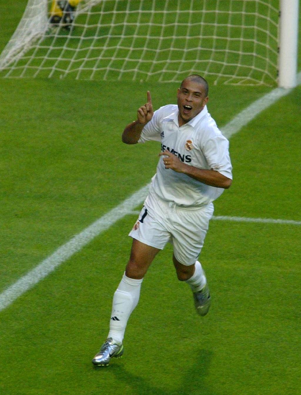 Tron 15 nam 'Nguoi ngoai hanh tinh' Ronaldo ra mat Real Madrid anh 3