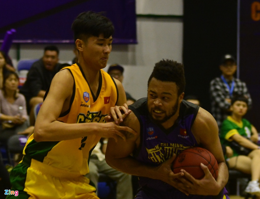 Thang lon Cantho Catfish, Hochiminh City Wings nuoi mong play-off hinh anh 1