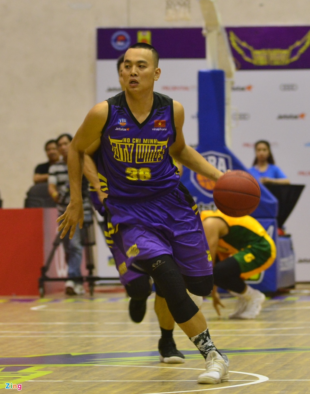 Thang lon Cantho Catfish, Hochiminh City Wings nuoi mong play-off hinh anh 11