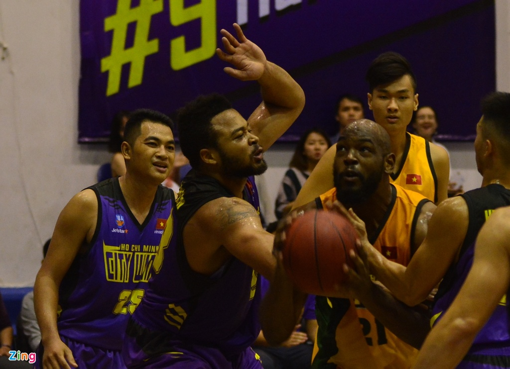 Thang lon Cantho Catfish, Hochiminh City Wings nuoi mong play-off hinh anh 4