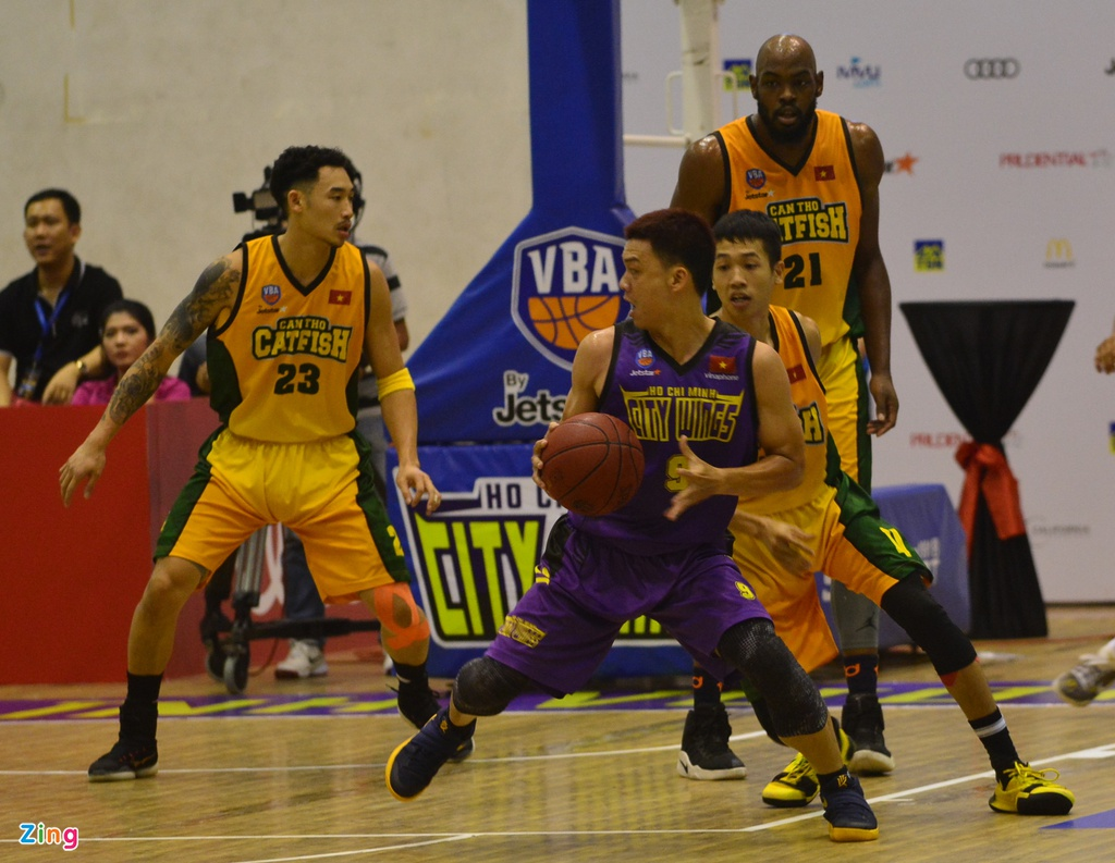 Thang lon Cantho Catfish, Hochiminh City Wings nuoi mong play-off hinh anh 10