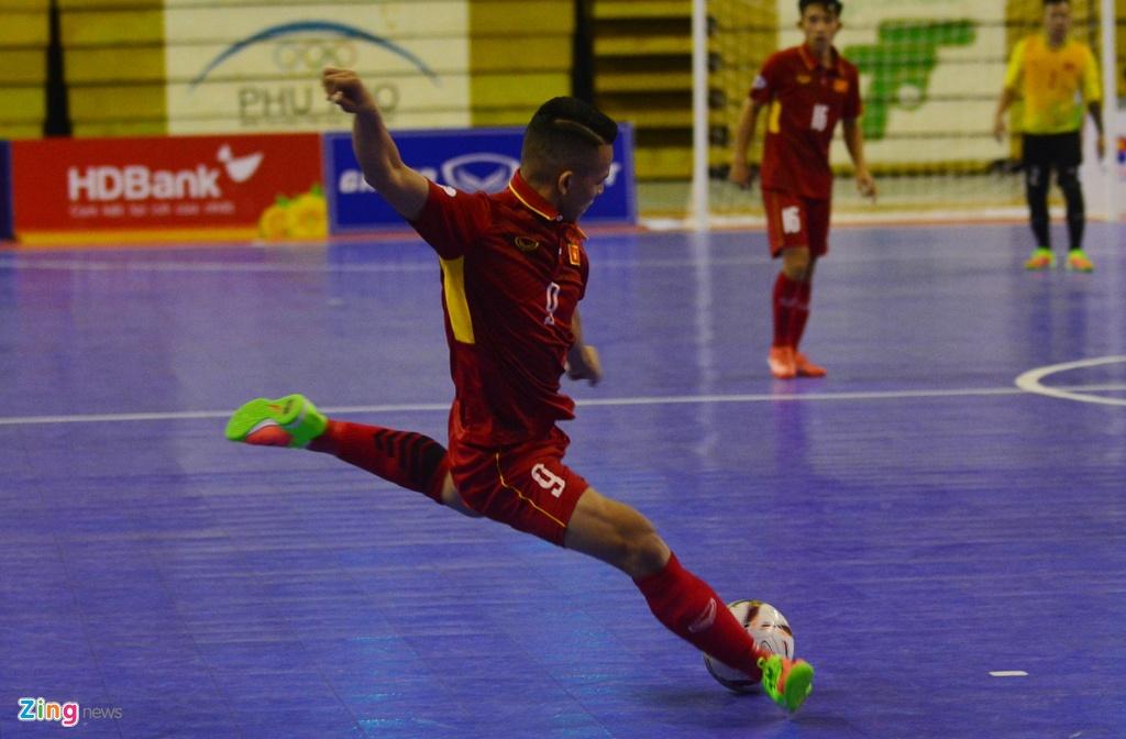 Con giau bai, DT futsal Viet Nam van huy diet Philippines 24-0 hinh anh 3