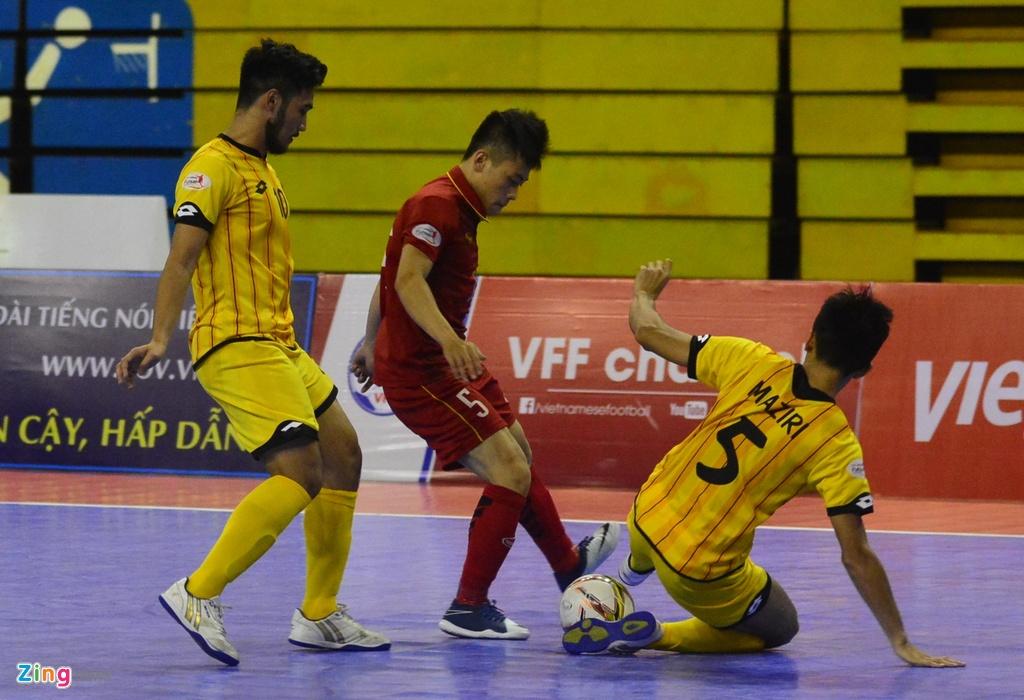 Futsal Viet Nam tiep tuc bay tren doi chan Phung Trong Luan hinh anh 11