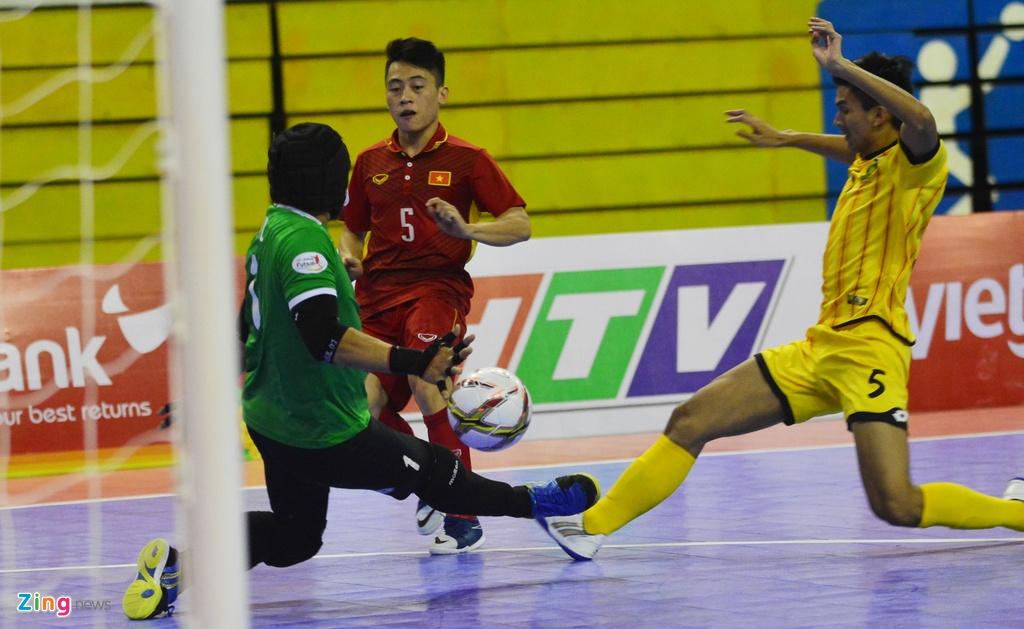 Futsal Viet Nam tiep tuc bay tren doi chan Phung Trong Luan hinh anh 6