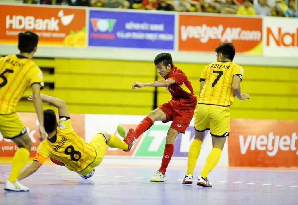 Futsal Viet Nam tiep tuc bay tren doi chan Phung Trong Luan hinh anh 3