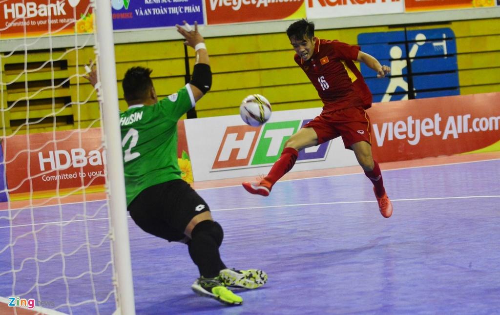 Futsal Viet Nam tiep tuc bay tren doi chan Phung Trong Luan hinh anh 7