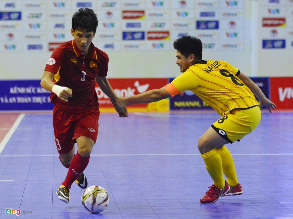 Futsal Viet Nam tiep tuc bay tren doi chan Phung Trong Luan hinh anh 8