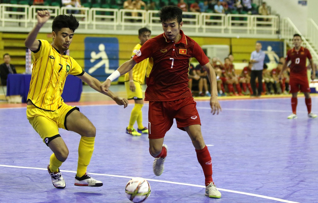 Futsal Viet Nam tiep tuc bay tren doi chan Phung Trong Luan hinh anh 1