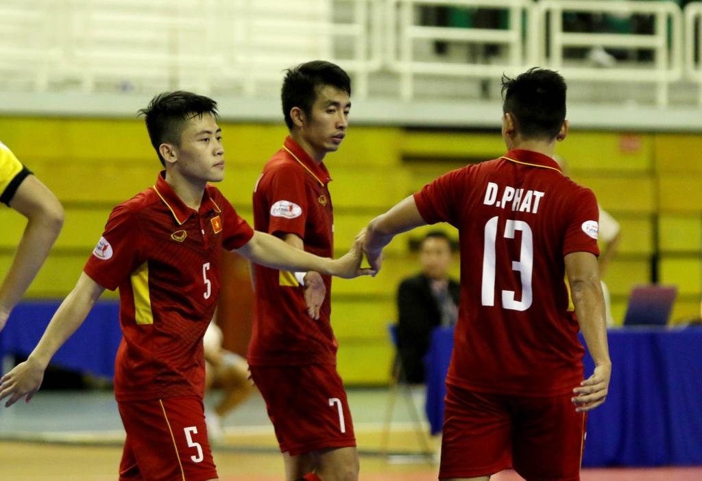 Futsal Viet Nam tiep tuc bay tren doi chan Phung Trong Luan hinh anh 5