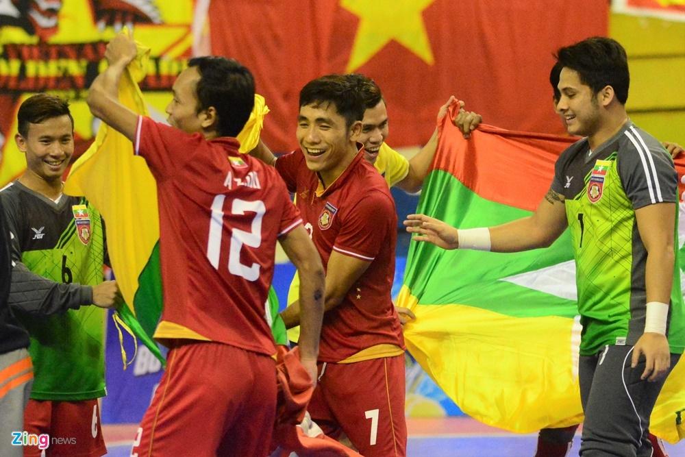 Futsal Viet Nam trang tay o giai Dong Nam A anh 2