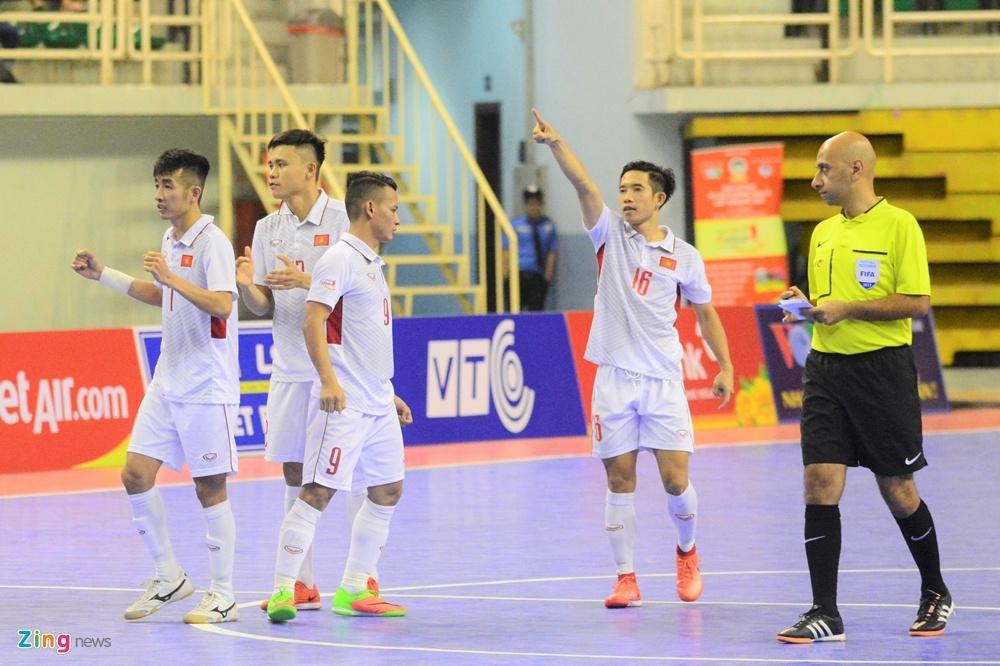 Futsal Viet Nam trang tay o giai Dong Nam A anh 10