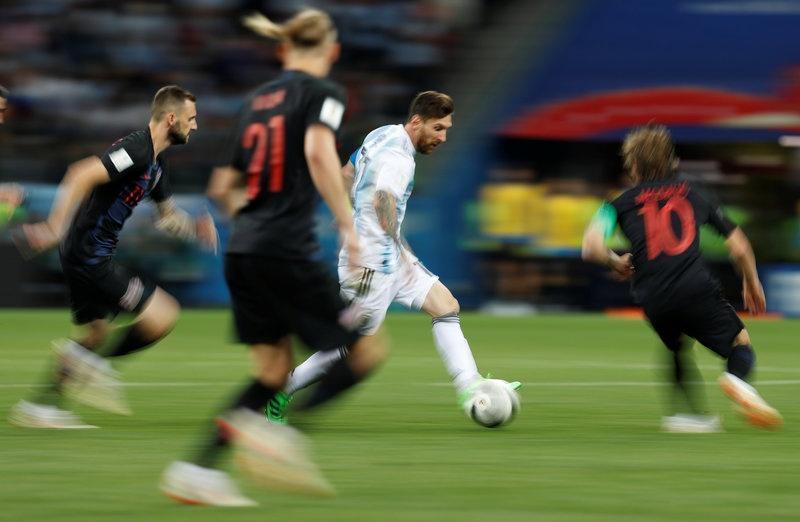 Messi va nghich ly ke ban giac mo phong tung anh 4
