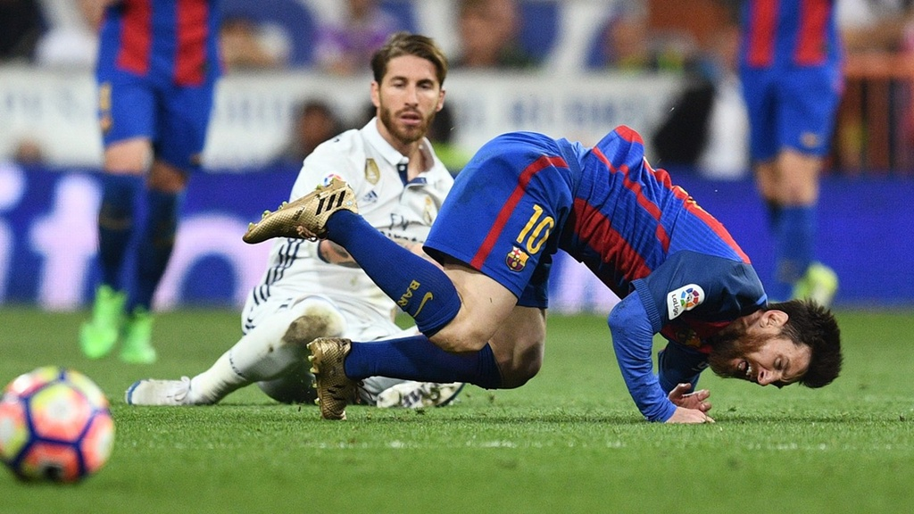 Hay nga mu kinh phuc Sergio Ramos, du ban yeu hay ghet hinh anh 3