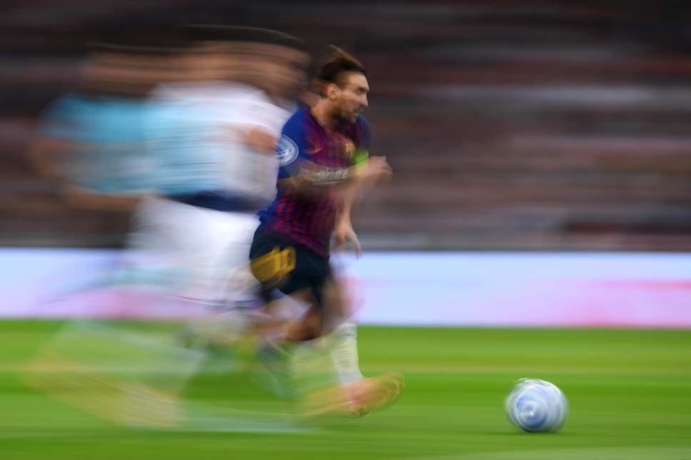 Barca thang lon: Messi choi sang giua tro xoay tua bat on hinh anh 3
