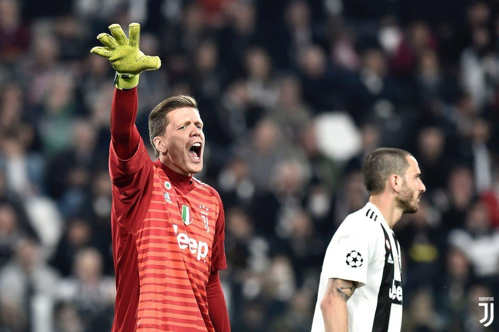 Co Ronaldo, Juventus van nham chan va cu ky hinh anh 3