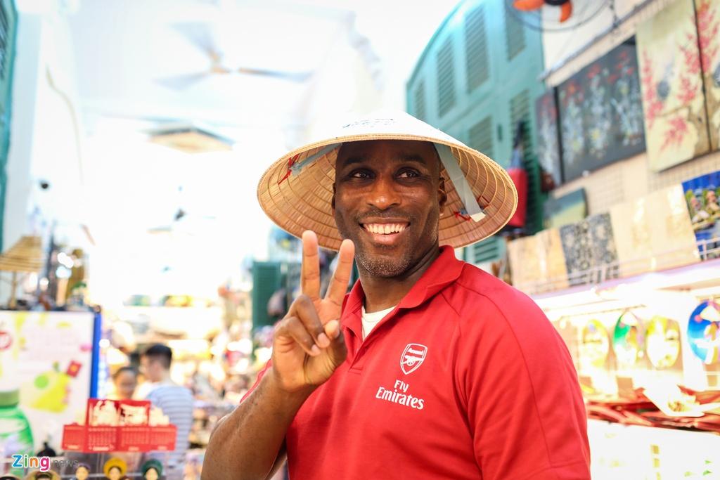 Huyen thoai Arsenal mac ao dai, doi non la Viet Nam hinh anh 11