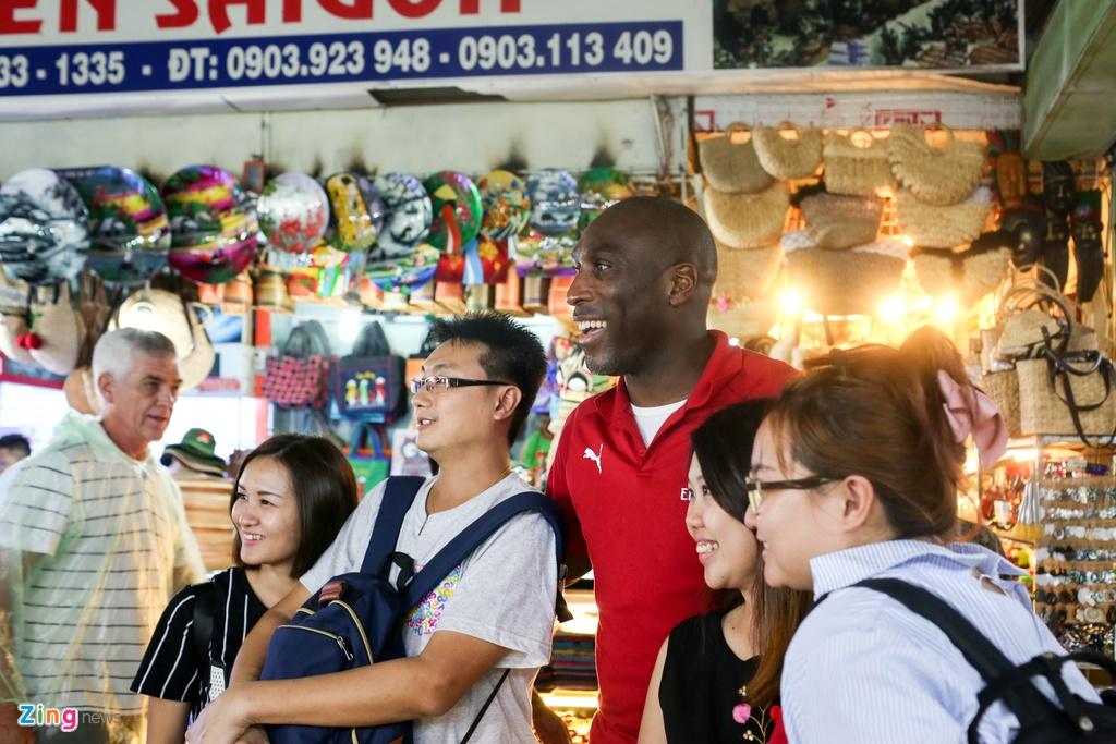 Huyen thoai Arsenal mac ao dai, doi non la Viet Nam hinh anh 14