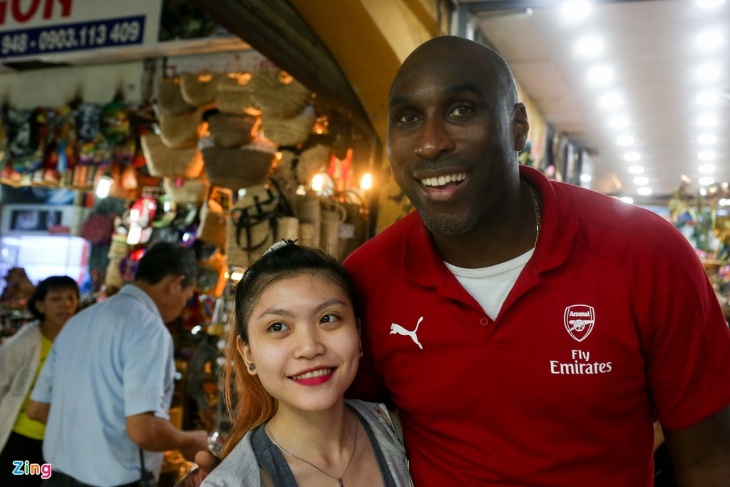 Huyen thoai Arsenal mac ao dai, doi non la Viet Nam hinh anh 15