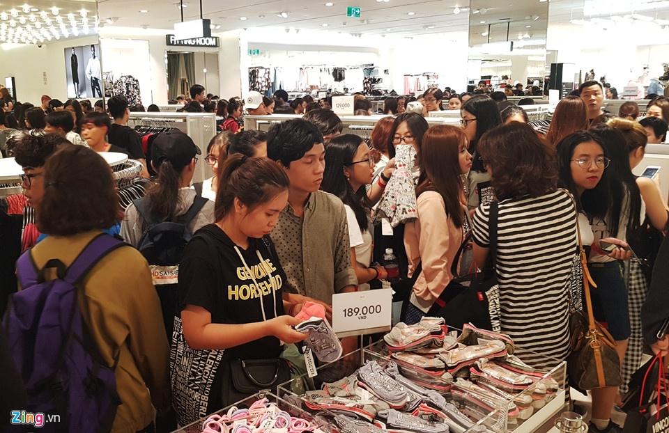 Thoi trang Viet dang lam gi sau khi Zara, H&M do bo gianh thi phan? hinh anh 2