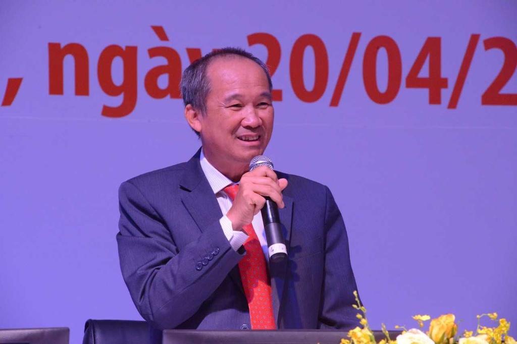 Ong Duong Cong Minh: Truoc toi danh golf 8 tran/tuan, gio chi con 2 hinh anh 2