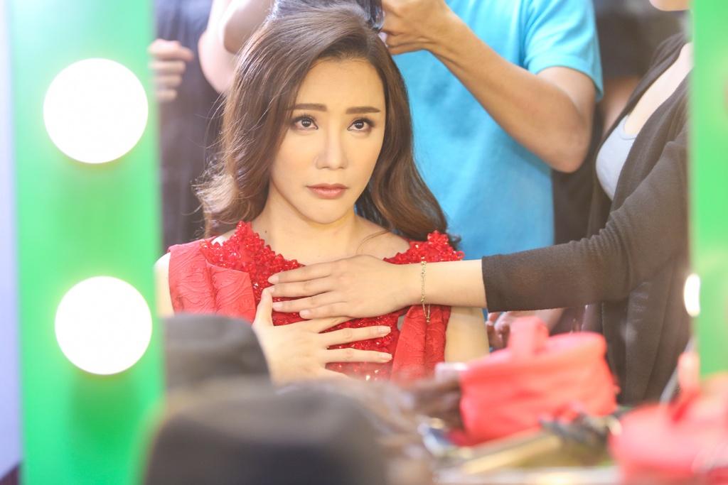 Thanh Lam thay Ho Ngoc Ha ngoi ghe nong X Factor hinh anh 7