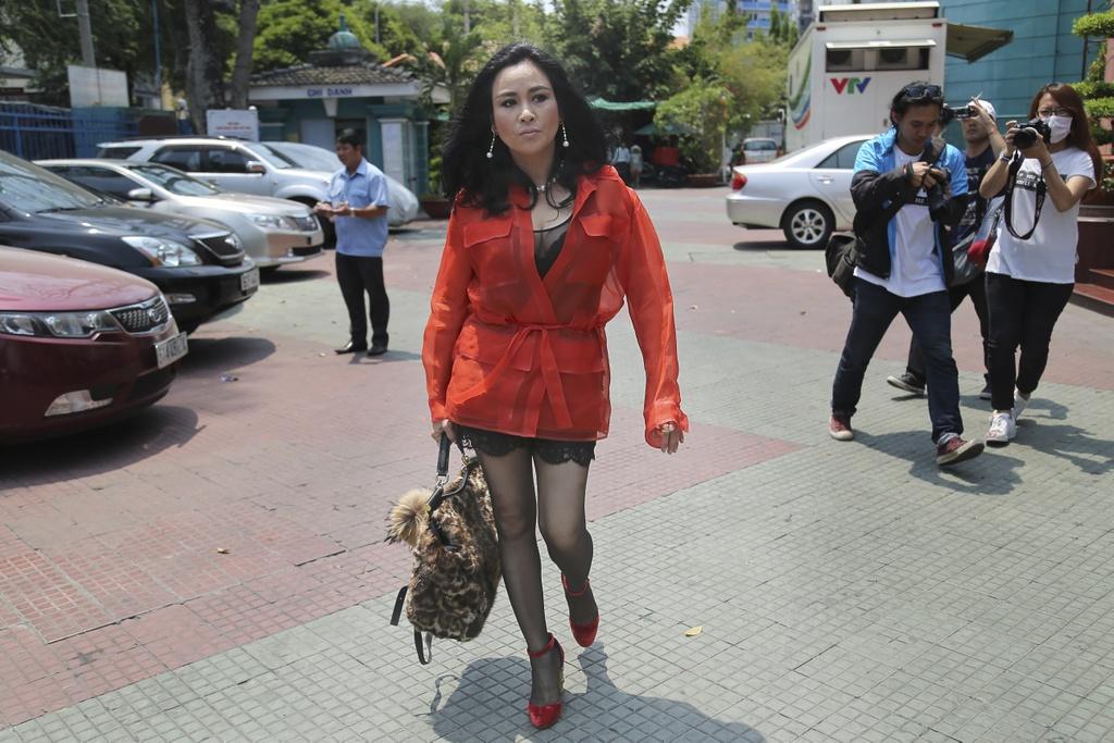 Thanh Lam thay Ho Ngoc Ha ngoi ghe nong X Factor hinh anh 1