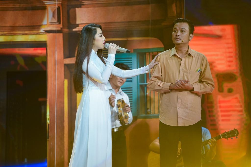 Trung Quang nhan mat khi Dan Truong hon luc dang quang hinh anh 9