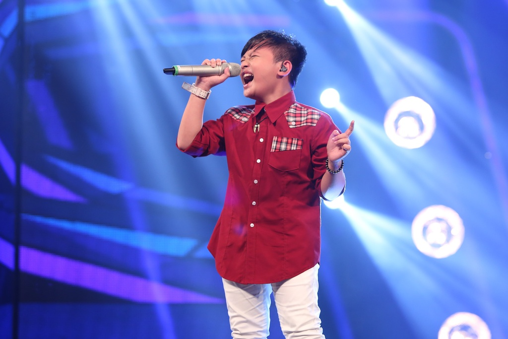 Cau be hat dam cuoi tiep tuc gay sot o Vietnam Idol Kids hinh anh 6