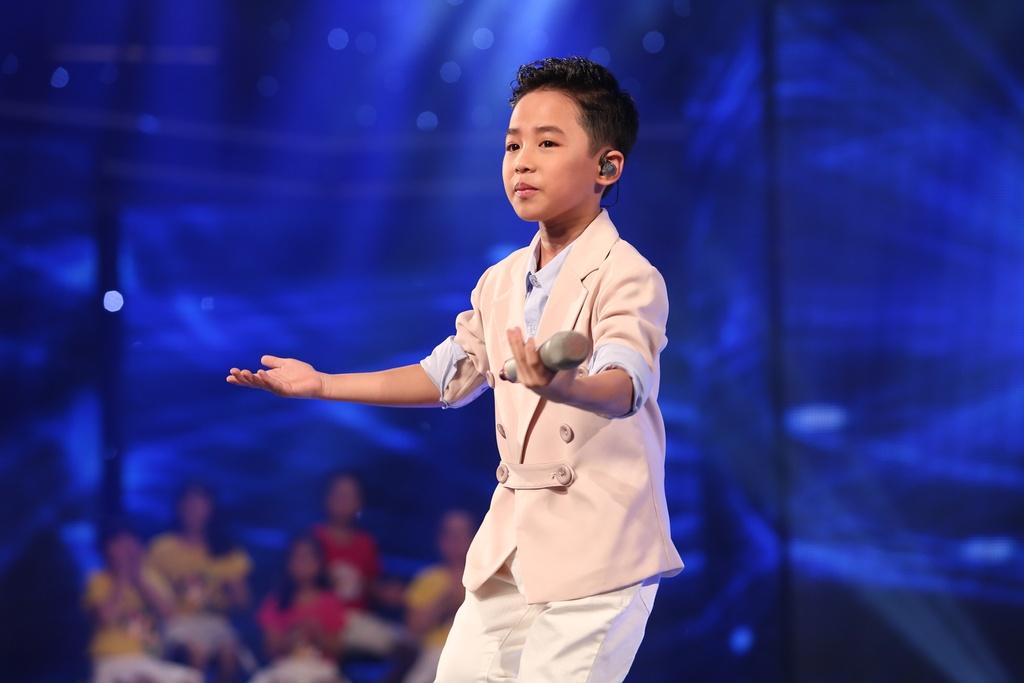 Cau be hat dam cuoi tiep tuc gay sot o Vietnam Idol Kids hinh anh 7