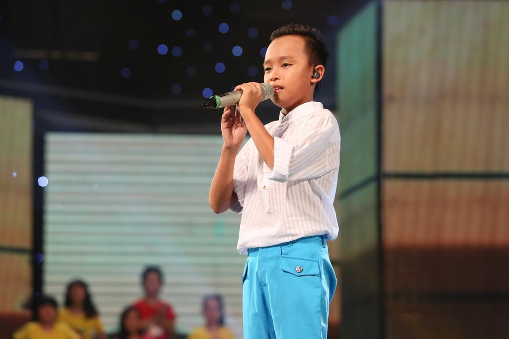 Cau be hat dam cuoi tiep tuc gay sot o Vietnam Idol Kids hinh anh 1
