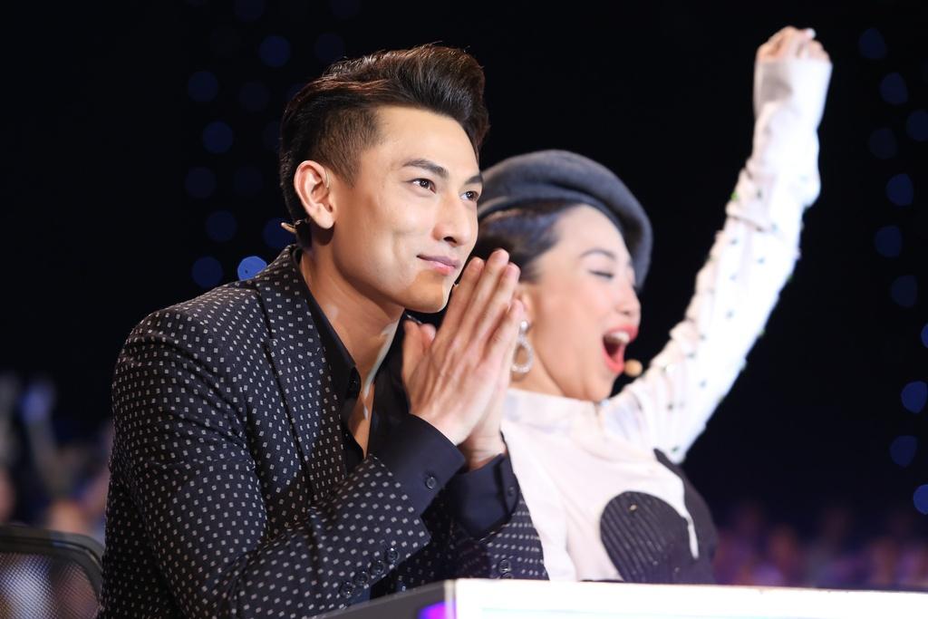 Cau be hat dam cuoi tiep tuc gay sot o Vietnam Idol Kids hinh anh 3