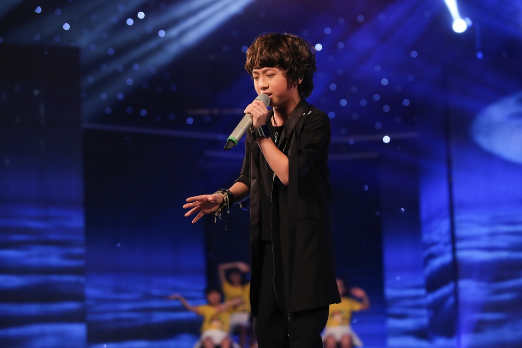 Cau be hat dam cuoi tiep tuc gay sot o Vietnam Idol Kids hinh anh 4