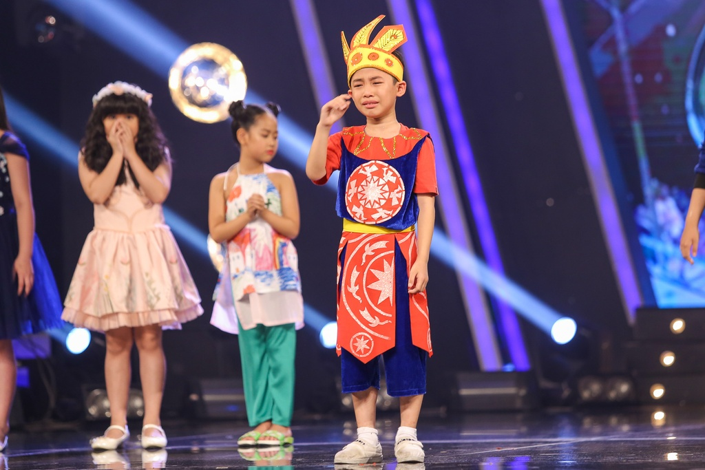 Ho Van Cuong tiep tuc khien Van Mai Huong, Isaac bat khoc hinh anh 13