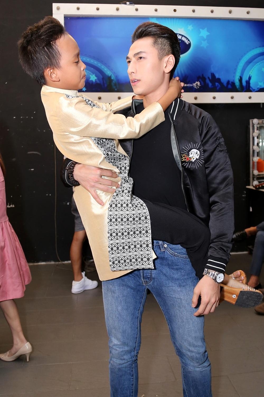 Giam khao Vietnam Idol Kids be bong thi sinh nhi hinh anh 2