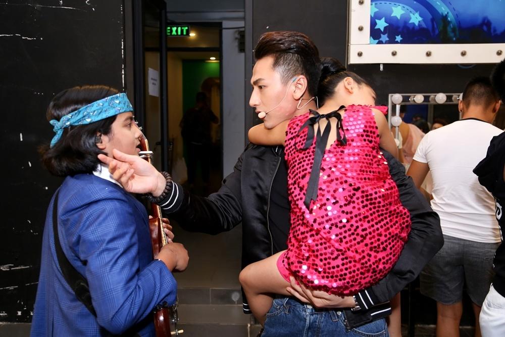 Giam khao Vietnam Idol Kids be bong thi sinh nhi hinh anh 5