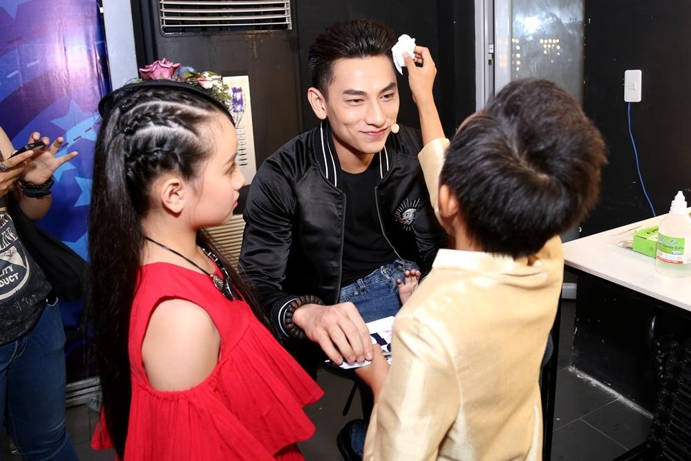 Giam khao Vietnam Idol Kids be bong thi sinh nhi hinh anh 10