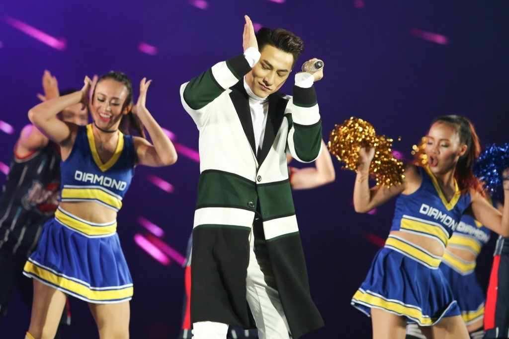 Ho Ngoc Ha quyen ru, chinh phuc hit 'Say tinh' cua Mr. Dam hinh anh 20