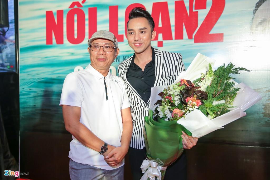 Dan sao Viet hao huc di xem 'Hot boy noi loan 2' hinh anh 3