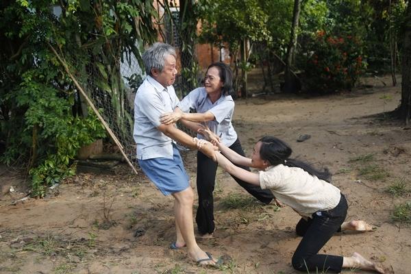 Vu Ngoc Dang thuyet phuc cau be 15 tuoi dong khoa than, ban dam hinh anh 6