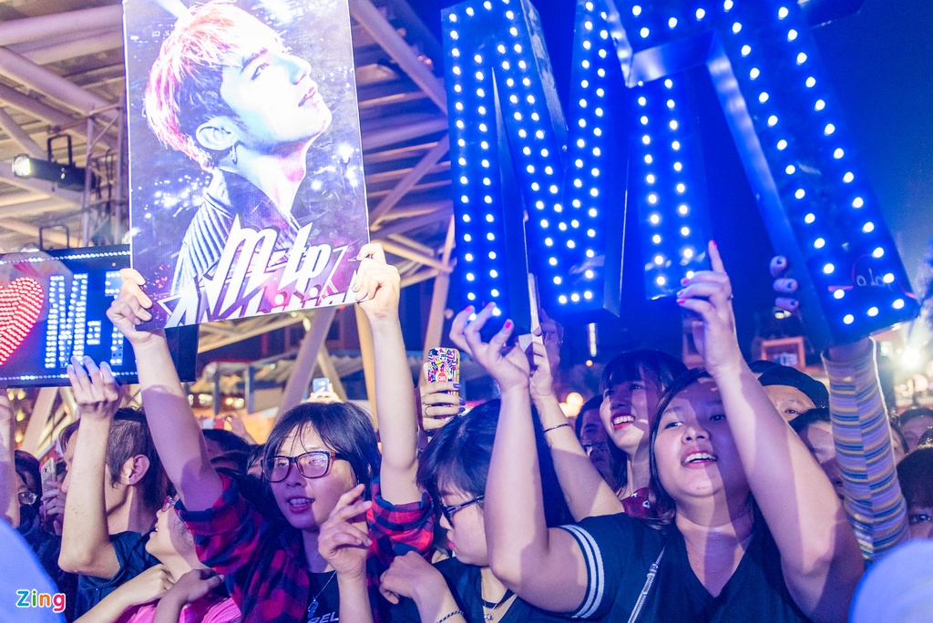 Fan nu phat cuong khi xem Son Tung M-TP bieu dien hinh anh 8