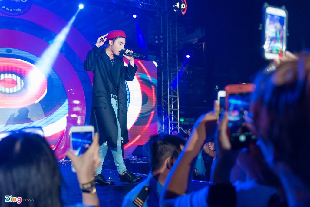 Fan nu phat cuong khi xem Son Tung M-TP bieu dien hinh anh 9