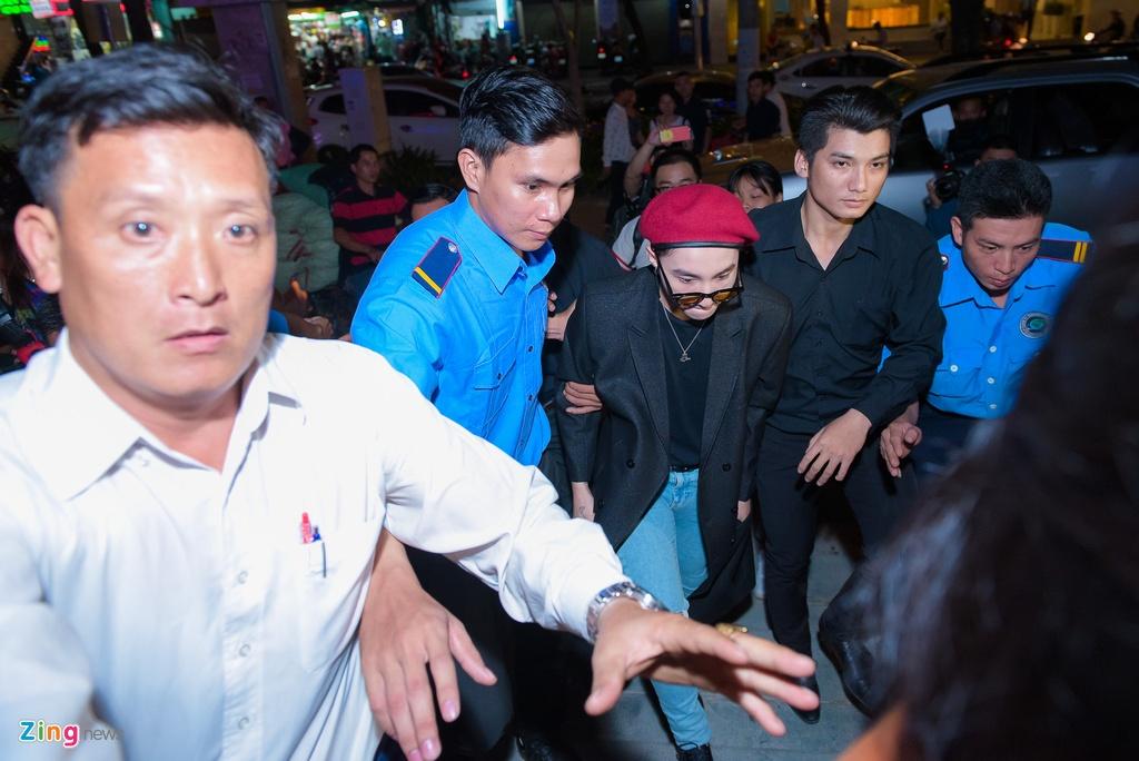 Fan nu phat cuong khi xem Son Tung M-TP bieu dien hinh anh 3