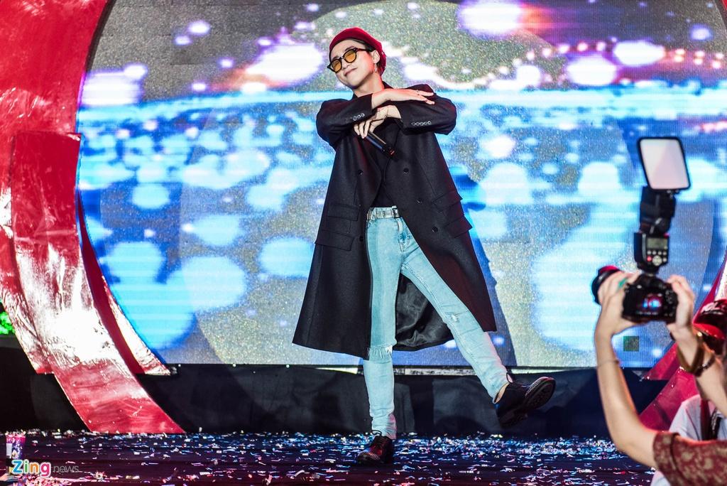 Fan nu phat cuong khi xem Son Tung M-TP bieu dien hinh anh 5