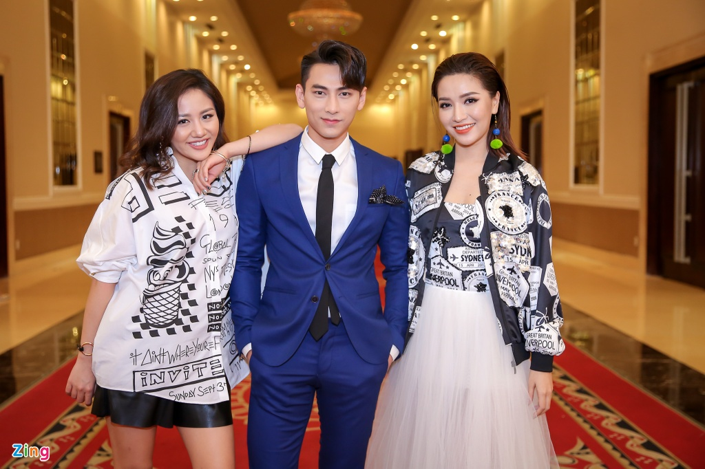 Giam khao Vietnam Idol Kids hot hoang khi bi thi sinh bao vay hinh anh 9